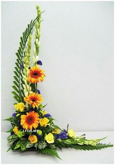 Beautiful Gladiolus Flower Arrangements For Home Decorations 12 - DecOMG Contemporary Flower Arrangements, Tropical Flower Arrangements, Ikebana Flower Arrangement, Church Flower Arrangements, Beautiful Flower Arrangements, Tropical Flowers, Beautiful Flowers, Exotic Flowers, Purple Flowers