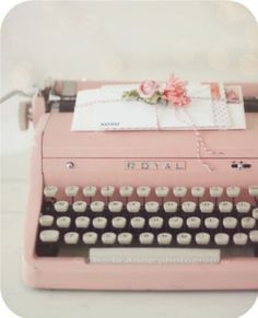 Pink Vintage Typewriter ~ I Heart Shabby Chic: Shabby Chic Spring Pastel Heaven Decorating Ideas My Favorite Color, My Favorite Things, Estilo Shabby Chic, Vintage Typewriters, Vintage Suitcases, Vintage Luggage, Everything Pink, Pretty Pastel, Pastel Blue