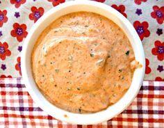 Coucou!! Une recette du site supra génial «un déjeuner de soleil» (dont je vous ai déjà parlé), une crème qui se marie bien avec pâtes, viande, légumes…Dans un sandwich, comme tartinade ou trempette…Sur une pizza ou une focaccia…Bref avec tout Il vous faudra – 110g de poivrons rouges grillés (250g crus) – 110g de ricotta – Du basilic …