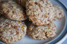 Suikervrije koekjes met abrikoos en havermout Healthy Sweet Snacks, Healthy Cookies, Vegan Snacks, Healthy Treats, Healthy Baking, Sugar Free Recipes, Raw Food Recipes, Low Carb Recipes, Sweet Recipes
