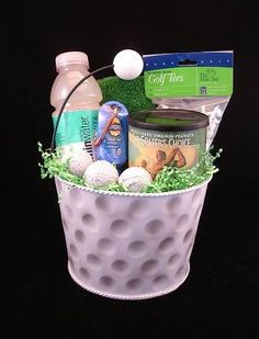 Golf Gifts Ideas on How to Make Homemade Golf Gifts - Ideas on How to Make Homemade Golf Gifts. Golfers love any gadget, accessory or object of inspiration that adds to their enjoyment of the game. Gift baskets filled with golf essentials make ideal Golf Gifts For Men, Gifts For Golfers, Birthday Gifts For Boyfriend, Boyfriend Gifts, How To Make Homemade, Homemade Gifts, Golf Ball Crafts, Diy Girlande, Golf Outing