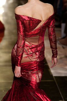 Melisandre - Georges Chakra Haute Couture fall 2012  / thats how to walk the walk !