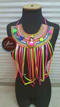 Collar carnaval www.accesoriosjeco.com Diy Costumes, Jewelry Crafts, Carnival, Capes, Joseph, Ideas, Fashion, Carnival Decorations, Ancient Civilizations