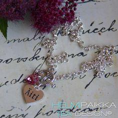 Asiakas valitsi kaulakoruun Äiti sydänamuletin ja pinkin Swarovskin kristallisydämen <3