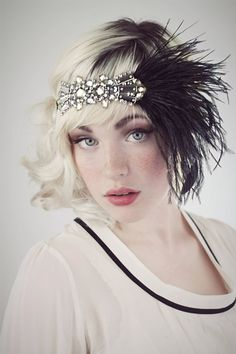 Modern nostalgia for the jazz age, flappers, speakeasies and fabulous fashion! Sparkly flapper headband in smashing antique silver beaded deco Gatsby Headpiece, Flapper Headband, Flapper Costume, Silver Headband, Estilo Charleston, Devon Jade, 1920s Hair, Gatsby Dress, Flapper Style