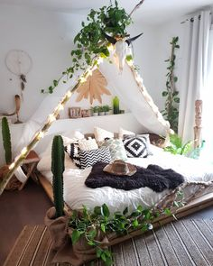 33 Stylish Bedroom Decorating Ideas To Inspire You - Boho Chic Bedroom Style With String Lights ★ In pursuit of inspiring bedroo - Dream Rooms, Dream Bedroom, Girls Bedroom, Boho Teen Bedroom, Tent Bedroom, Tapestry Bedroom, Bedroom Windows, Master Bedrooms, Bedroom Storage