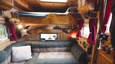 Check out the most inspirational Box Truck Conversions you'll find online. Get ideas on how to convert your truck and plan your own camper build. Horse Box Conversion, Camper Van Conversion Diy, Small Camper Trailers, Small Campers, Home Depot Tiny House, Rv Homes, Motor Homes, Tiny Homes, Box Van