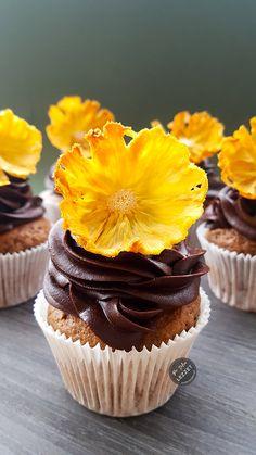 Ananas Çiçekli Cupcake
