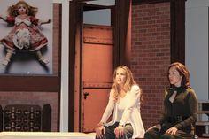 """Anna Alexis Michel - Photo de Angelica Castro et Erika De la Rosa dans """"El Beso del Jabali"""" au Koubek Theatre de Miami - en arrière-plan la photo Innocence - THE MERINGUE PROJECT by Jean-Michel Voge & Anna Alexis Michel- Juin 2016"""