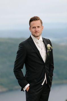 Tine og Thomas - Fantastisk bryllup i Nedre Eiker og Norefjell — Studio Hodne Kos, Suit Jacket, Breast, Studio, Jackets, Fashion, Creative, Down Jackets, Moda