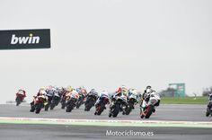 Selección de imágenes de la carrera de Moto2 en el Gran Premio de Gran Bretaña de 2015   Motociclismo.es