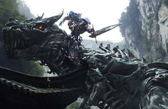 """Optimus Prime e Dinobots se enfrentam no trailer de """"Transformers 4 – A Era da Extinção"""""""