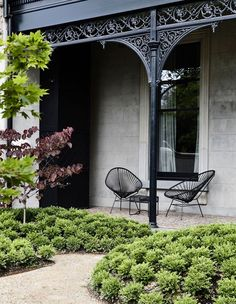 The Design Files - A House Of Hidden Treasures - photo, Derek Swalwell Terrace House Exterior, White Exterior Houses, Grey Exterior, Cottage Exterior, House Paint Exterior, Exterior House Colors, Facade House, Exterior Design, Exterior Cladding