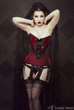 Model: Threnody in Velvet Photographer: Iberian Black Arts Corset & pants: Laurie Tavan
