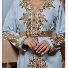 �🌸🌸 #موسم_جديد2019 . . . . . #قفطان_فاتنة ل#الازياء_المغربية 😍👘 أجمل التصاميم ؛ أسعارنا تنافسية ؛ الخامات راقيه ؛ مواعيدنا مضبوطة ؛ Kaftan Moroccan, Morrocan Dress, Moroccan Bride, Kaftan Abaya, Caftan Dress, Ethiopian Traditional Dress, Traditional Dresses, Velvet Dress Designs, Abaya Mode