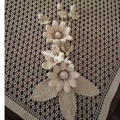 This Pin was discovered by Mar Crochet Doily Rug, Form Crochet, Filet Crochet, Crochet Gifts, Irish Crochet, Crochet Flowers, Happy Evening, Nursery Area Rug, Crochet Earrings Pattern
