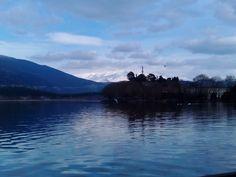 Λίμνη Παμβώτιδα Sea, Mountains, Sunset, Nature, Travel, Naturaleza, Viajes, The Ocean, Destinations