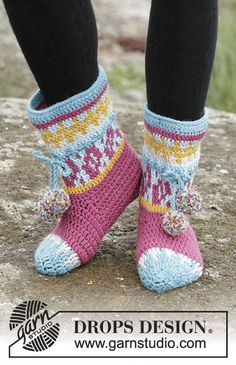 Crochet DROPS slippers with multi-coloured pattern in Nepal. Size 35 - 43 Free pattern by DROPS Design. Crochet Slipper Pattern, Crochet Slippers, Knit Crochet, Crochet Hats, Free Crochet, Knit Cowl, Crochet Granny, Hand Crochet, Drops Design