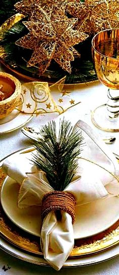 Southern Christmas, Merry Christmas To All, Elegant Christmas, Noel Christmas, Christmas Colors, Beautiful Christmas, Christmas Gifts, Christmas Table Settings, Christmas Tablescapes