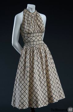 Claire McCardell dress with grid pattern, Collection of The Museum at FIT Fits my vintage theme perfectly. Claire Mccardell, 1940s Fashion, Vintage Fashion, Fashion News, Vintage Dresses, Vintage Outfits, Moda Vintage, Fashion History, Lace Dresses