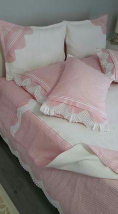Diy Pillows, Sofa Pillows, Fabric Sofa, Decorative Pillows, Bed Cover Design, Cushion Cover Designs, Pink Bedding, Bedding Sets, Draps Design