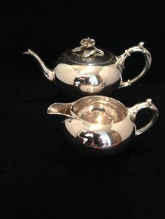 Zilveren theepot en roomkan Zilveren theepot en roomkan. Land van herkomst: Holland. 835, 2e gehalte zilver. Maker: van Kempen, 1877.