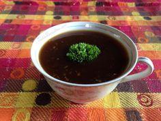 Molho de soja caseiro, ideal para pratos asiáticos. Clique na imagem para descobrir a receita! #molhodesoja #comidaasiática #receita #comida #pratoprincipal #TudoReceitas #soja