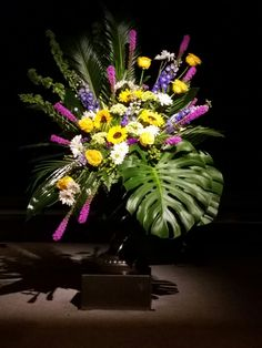 Large Flower Arrangements, Funeral Flower Arrangements, Funeral Flowers, May Designs, Arte Floral, Flower Designs, Floral Design, Projects To Try, Gardening