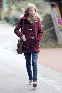 not a big fan of Taylor Swift, but I do love her style and this coat is adorable!!!