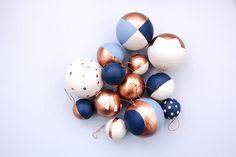 Noel Diy - Welcome my homepage Christmas Trends, Christmas Tree Themes, Christmas Mood, Blue Christmas, Christmas Colors, Christmas Inspiration, Christmas Villages, Victorian Christmas, Vintage Christmas