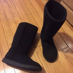 Tall winter boots In great condition only worn a couple of times has only one flaw a small salt stain which I am sure is able to be removed Airwalk Shoes Winter & Rain Boots