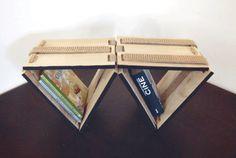 Caravana es un mueble inspirado en un juguete tradicional mexicano conocido como Tablita Mágica.