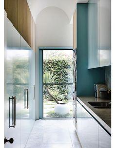 A Mood-Enhancing Melbourne Home Australian Architecture, Australian Homes, Art And Architecture, Kennedy Nolan, Melbourne House, Le Corbusier, Victorian Homes, Victorian Terrace, Home And Family