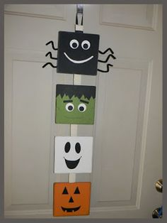 For Halloween decorations to go up? I made this, I saw an idea similar to it on Pintrest . I really really want to hang this on our door n. Halloween Arts And Crafts, Theme Halloween, Halloween Door, Halloween Photos, Diy Halloween Decorations, Holidays Halloween, Holiday Crafts, Happy Halloween, Adornos Halloween