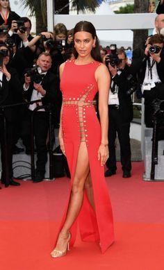 Irina Shayk en Atelier Versace, chaussures Versace et bijoux Chopard Irina Shayk, Elegant Dresses, Sexy Dresses, Nice Dresses, Atelier Versace, Celebrity Red Carpet, Celebrity Dresses, Vestidos Sexy, Red Carpet Gowns