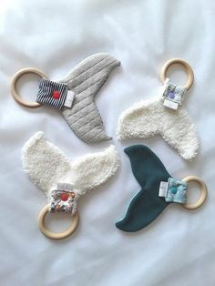 Whale blanket dention pacifier wooden ring teething ring rattle - Garden Tutorial and Ideas Baby Sewing Projects, Sewing For Kids, Sewing Crafts, Diy Bebe, Wooden Rings, Baby Crafts, Wooden Diy, Baby Toys, Whale