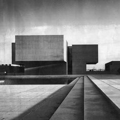 The Everson Museum of Art designed by IM Pei in Syracuse, NY, 1968. . #concrete #architecture #art # - the.concrete.project