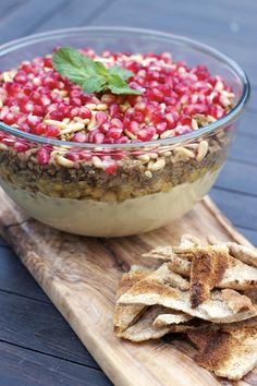 First, there is the zesty and velvety smooth hummus b' tahini, then, a layer of humus balila which hosts the aromatic cumin, followed by 7-spiced minced lamb which is then appropriately finished off with some pomegranate molasses. Finally it is sprinkled with toasted pine nuts, pomegranate arils and refreshing mint.