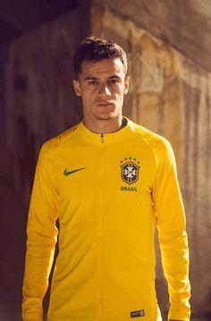 b803ddde82 Casaco da seleção brasileira para a Copa da Rússia 2018 Jogadores Do  Brasil