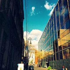 Hermosas nubes que pasean rápidamente sobre los cielos del #CentroHistoricoDF ¡Hermoso día! @LadyKatr1na #centroDF