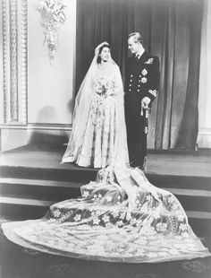 November Westminster Abbey Princess Elizabeth (later Queen Elizabeth II) and Prince Philip of Greece (later Duke of Edinburgh) Elizabeth Ii, Queen Elizabeth Wedding, Princess Margaret Wedding, Queen Elizabeth Jewels, Princesa Elizabeth, Royal Wedding Gowns, Royal Weddings, Wedding Dresses, Gown Wedding