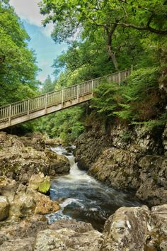 Betws-y-Coed is a small village located in Snowdonia National Park, North Wales, UK. Read our guide on things to do and where to stay in the… Europe Travel Tips, Travel Uk, European Travel, Europe Destinations, Ireland Travel, Luxury Travel, Budget Travel, Snowdonia National Park, Camping Places