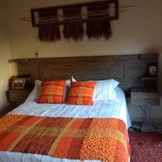 Orange blanket and pillows Tapestry Weaving, Loom Weaving, Hand Weaving, Weaving Designs, Weaving Projects, Plaid Crochet, Bed Scarf, Woven Rug, Decoration