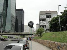 Flanelinhas escondem placa com plástico e livram motoristas de multa -Com plástico, sem multa: flanelinhas adotam estratégia na Avenida Chile, no Centro Foto do leitor Antônio dos Santos/ Eu-Repórter