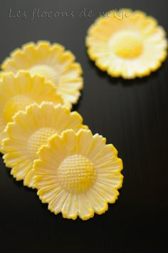 Japanese Chrysanthemum Shaped Sweet Cracker at Moroeya, since 1849