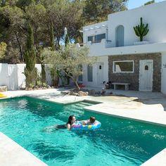 Dream house in Ibiza-Dream house in Ibiza Ibiza-house-rent -.-Dream house in Ibiza-Droomhuisje op Ibiza - Dream house in Ibiza-Dream house in Ibiza – # Dream - Backyard Pool Designs, Swimming Pool Designs, Pool Landscaping, Casa Loft, Beach Bungalows, Small Pools, Dream Pools, Home Design Decor, Stone Houses