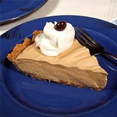 Irish Coffee Pie is a perfect cold-weather treat. Irish Recipes, Pie Recipes, Dessert Recipes, Desserts, Recipies, Yummy Treats, Sweet Treats, Yummy Food, My Pie