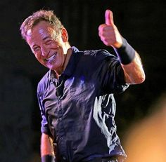 Bruce Springsteen - Best smile in the whole wide world. Music X, Music Icon, Elvis Presley, The Boss Bruce, Old Country Music, Bruce Springsteen The Boss, Mark Knopfler, E Street Band, Born To Run