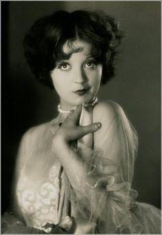 Alice White, 1927