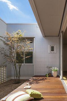 Will Washing Bedding Kill Fleas Home Room Design, Small House Design, Courtyard Design, Garden Design, Bungalows, Interior Garden, Interior And Exterior, Internal Courtyard, Outdoor Living Rooms